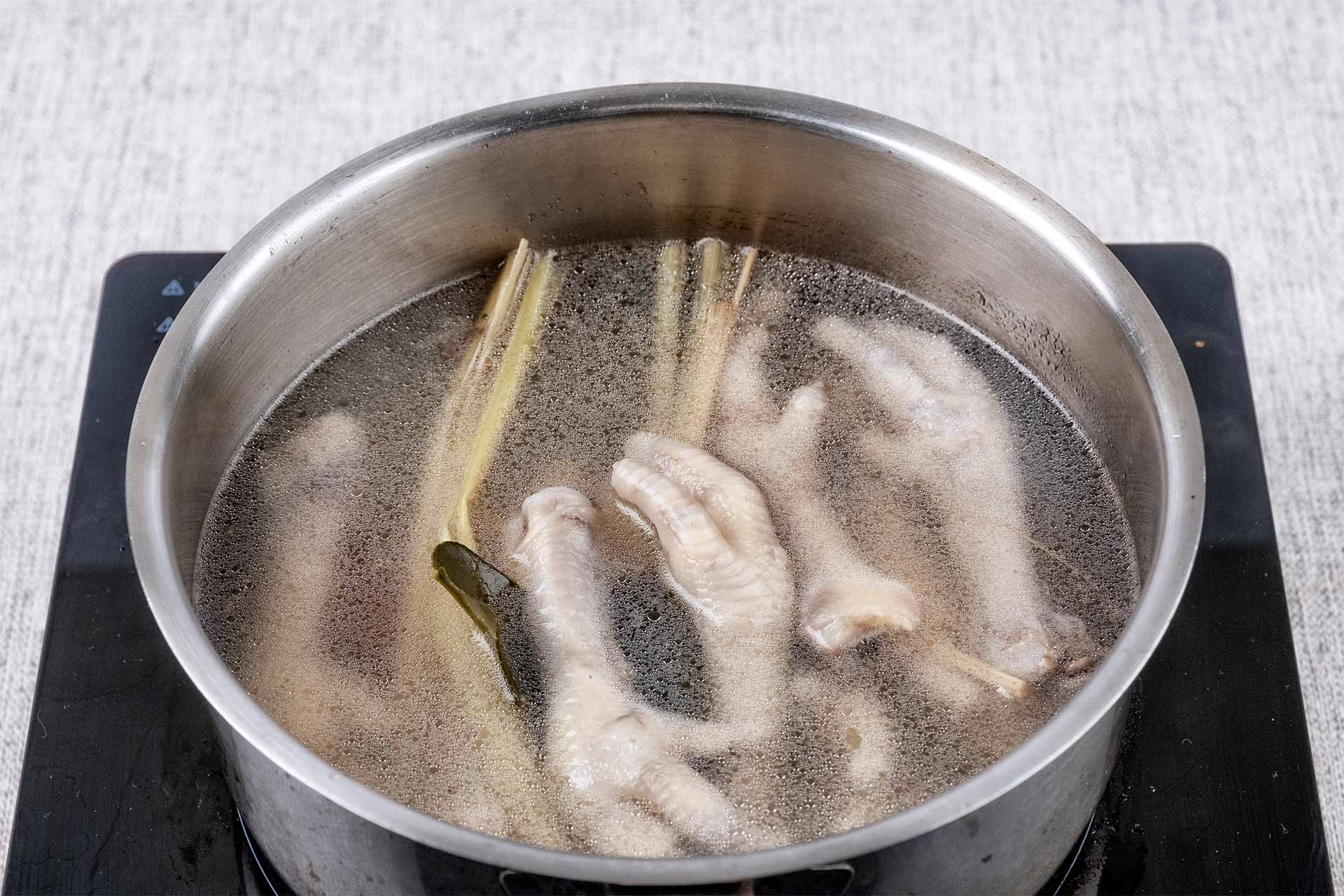 Boil the chicken claws
