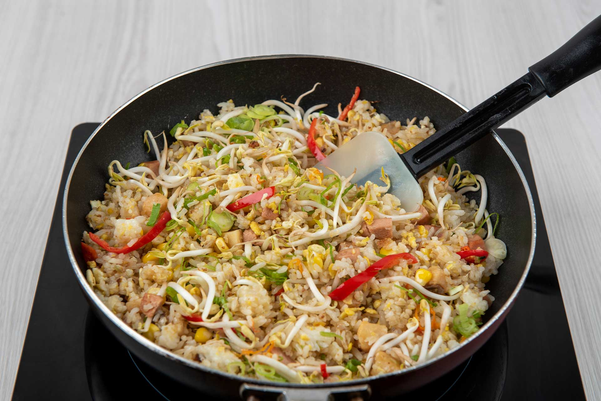 Making salted fish fried rice