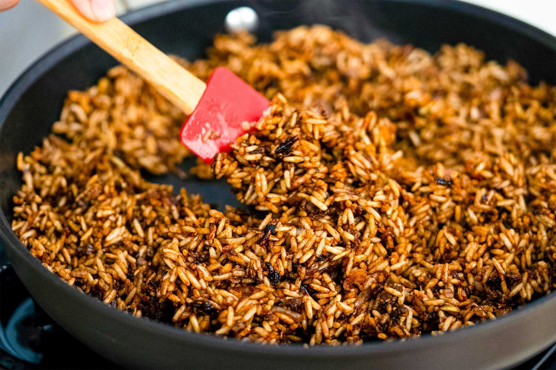 Cook seasoned rice